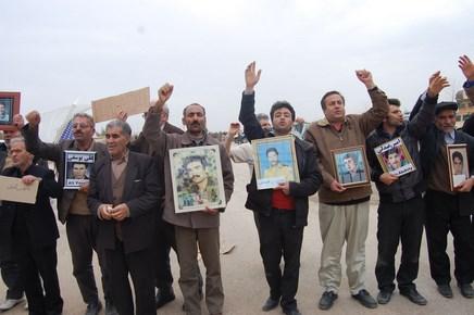 درخواست رسمی خانواده های عضو انجمن نجات استان اردبیل از رئیس کمیته بین المللی صلیب سرخ /  زمینه های برقراری ارتباط با اسیران فرقه رجوی توسط نهادهای بین المللی ایجاد شود