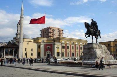 پنجره های رنگ شده در آلبانی جوابگو نیست